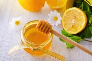 Trị tàn nhang quanh mắt bằng chanh và mật ong